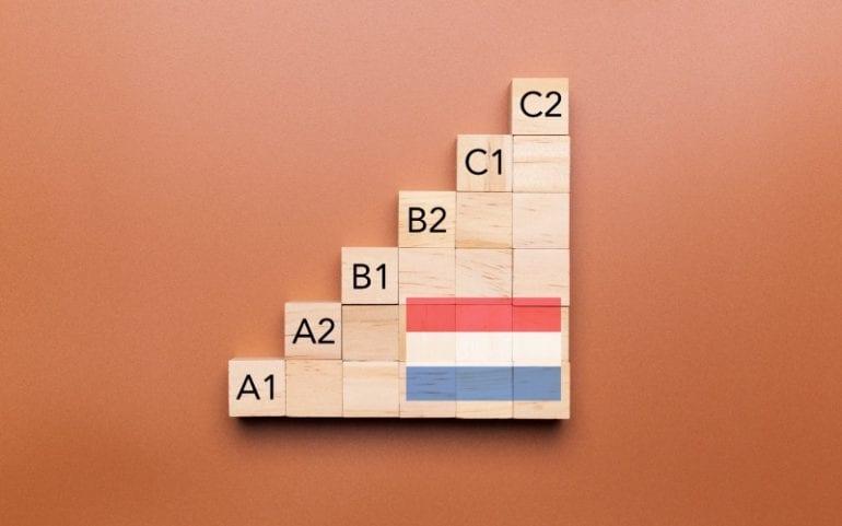Houten blokjes met ERK taalniveaus Nederlands A1 tot C2