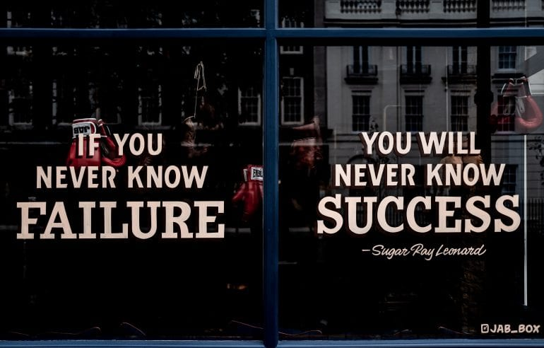 Een quote op een raam. If you never know failure, you will never know success.